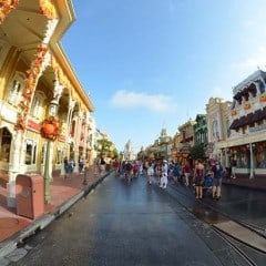 What is there to do at Disney World during the holidays?