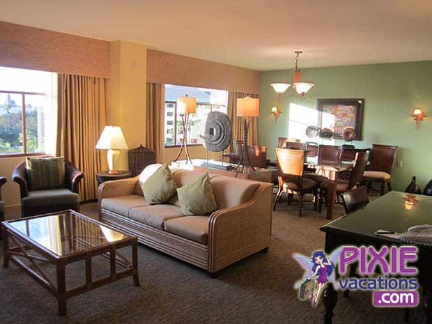 royal-pacific-hotel-suite-room