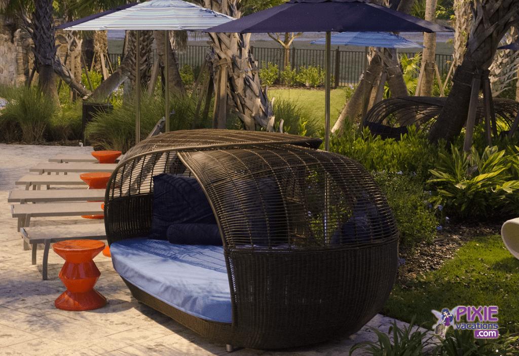 four-seasons-orlando-resort-disney-pool-area